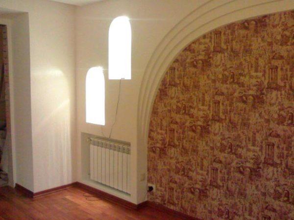 арка на белой стене