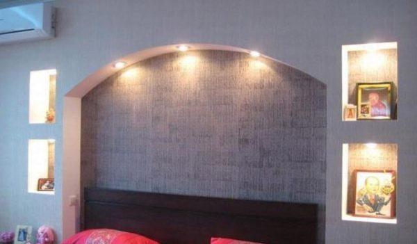 стеновой арка в светлых тонах